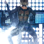 beyonce-jay-z-gets-drunk-in-love-at-grammys-2014-performances- beyonce 5