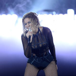 beyonce-jay-z-gets-drunk-in-love-at-grammys-2014-performances- beyonce 8