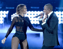 beyonce-jay-z-gets-drunk-in-love-at-grammys-2014-performances- beyonce and jay-z