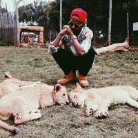 big-sean-takes-on-south-africa-with-family-friends-2