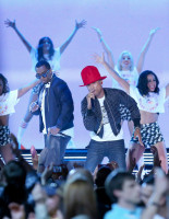 pharrell-takes-stage-with-nelly-snoop-dogg-diddy-busta-rhymes-at-nba-allstar-10