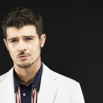 "Robin Thicke Gives Speech During Performance ""I Want My Girl Back"""