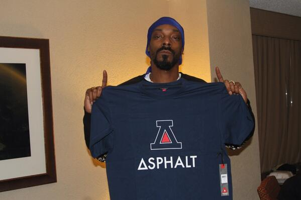 celebrities-whove-joined-the-asphalt-yacht-club-movement-snoop-dogg